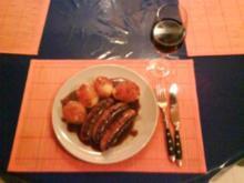 Fleisch: Bratwürstchen mit Pellkartoffeln und Bratensoße - Rezept