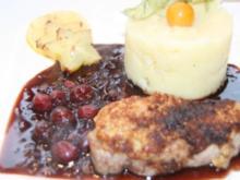 Schwein: Lende mit Pinien-Kruste vom Iberico-Schwein an Cranberry-Sauce - Rezept