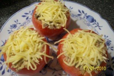Rezept: Aus dem Backofen - gefüllte Tomaten überbacken