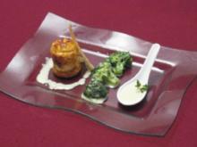 Ricotta-Türmchen mit Brokkoliröschen an feinem Weißweinsößchen - Rezept