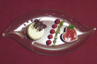 Panna-Cotta-Törtchen mit beschwipsten Himbeeren - Rezept