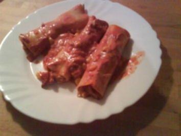 Cannelloni mit Frischkäse-Salami-Füllung und Tomatensoße - Rezept