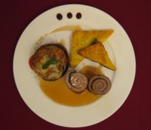 Kalbsroulade mit Schinken und Salbei an Gemüsegratin und Polentaplätzchen - Rezept