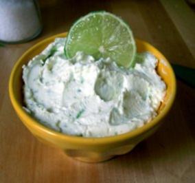 Rezept: Limetten-Knoblauch-Brotaufstrich