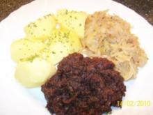 Blutwurst mit Sauerkraut u.Salzkartoffeln - Rezept