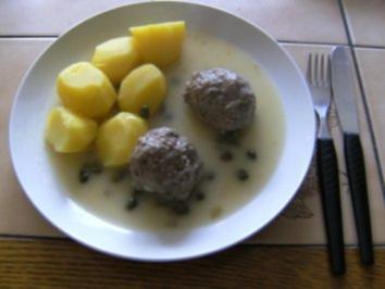 HAUPTGERICHT - Kochklopse mit Kapernsoße und Kartoffeln/Reis - Rezept