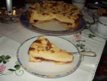 Kase Kirsch Kuchen Mit Mandelstreuseln Rezept Kochbar De