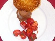 Schokoladenparfait mit Orangentuiles und marinierten Erdbeeren - Rezept