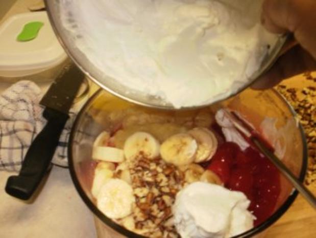 Obstsalat - Obst mit Schlagsahne und Nuesse - Einfach lecker - Rezept - Bild Nr. 3
