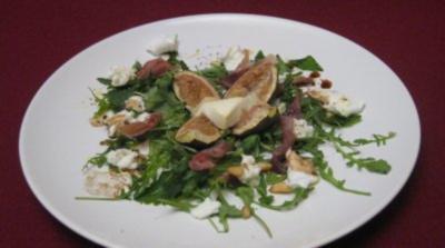 Feigen mit Pinienkernen auf gratiniertem Ziegenkäse an Büffelmozzarella - Rezept
