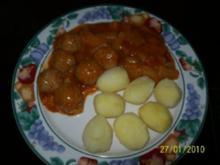 Sellerie mit Fleischbällchen in Tomatensoße - Rezept