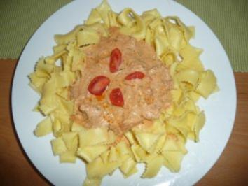 Bandnudeln mit Lachs - Tomatensauce - Rezept