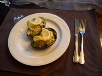 Avocado gefüllt mit Krebsschwänzen - Rezept