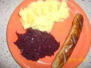 Bratwurst mit Kartoffelpürre und Rotkohl - Rezept