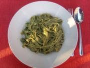 Nudelgerichte: Grüne Nudeln mit Knoblauch - Rezept