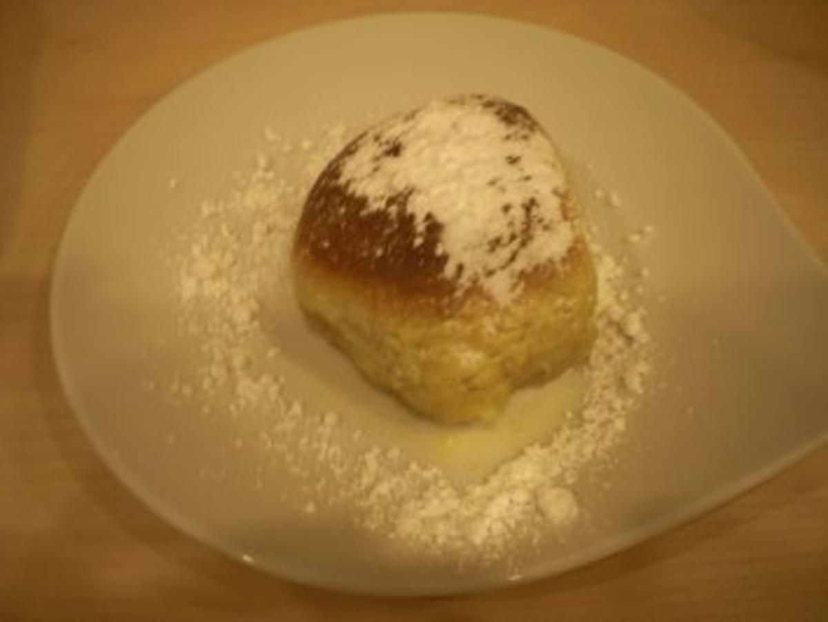 In Lavendelmilch gebackene Buchteln mit Frischkäse-Aprikosenfüllung - Rezept von gingergirl