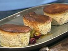Walnuss-Soufflees mit Traubensoße - Rezept