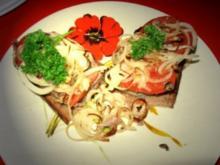 Putenleberterrine(im KB) gebacken auf Röstbrot mit Zwiebel+ Tomate - Rezept