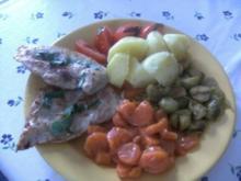 Hähnchen-Minuten-Steak   in Knoblauch-Salbei-Butter gebraten - Rezept