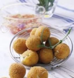 Frittierte Basilikum-Minis mit Tomaten-Vinaigrette - Rezept