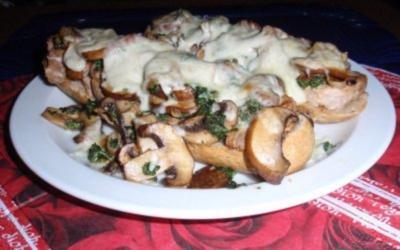 Abendliches Champignon-Filet-Baguett - überbacken mit Mozzarellakäse - Rezept