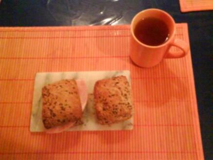 Frühstück: Mehrkornbrötchen mit wildem Bärlauch und Kochschinken - Rezept