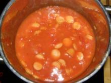 Tomatensoße mit Paprika, Zucchini und Würstchen - Rezept