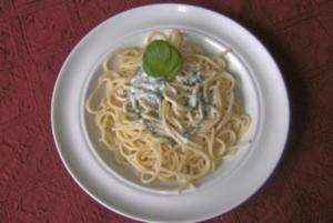 Basilikum-Mascarpone-Sauce zu Spaghetti - Rezept
