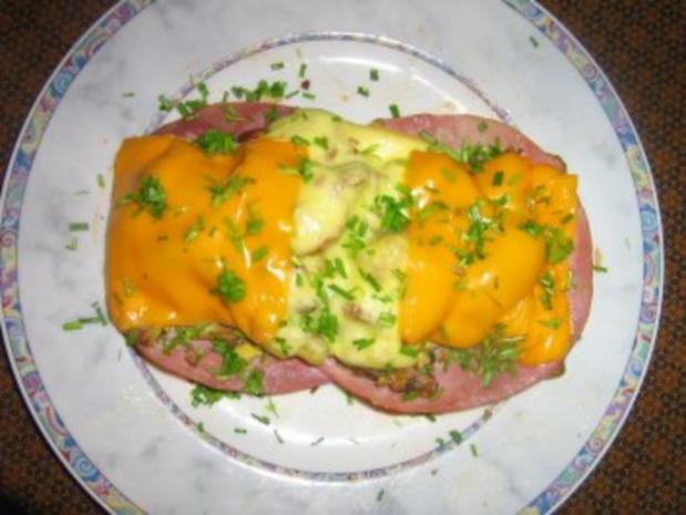 Rührei mit Pfifferlingen auf Toast  - überbacken - Rezept