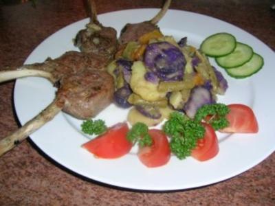 Lammkoteletts zu meinem blau-weißen Kartoffelsalat - Rezept
