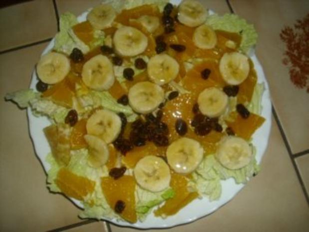 Chinakohlsalat mit Rumrosinen und Obst - Rezept