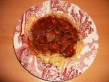 Rindsleber in Tomaten-Champignonsoße auf Tagliatelle - Rezept