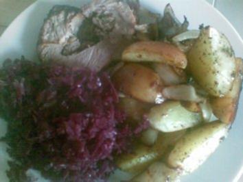 Spießbraten mit Ofenkartoffeln und Zwiebeln - Rezept