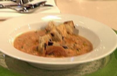 Geeiste Gazpacho mit geröstetem Olivenbrot - Rezept
