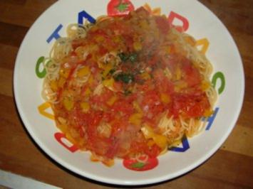 Pasta mit Tomaten-Paprika Sauce - Rezept