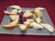 Käseplatte mit Birnen und Trauben - Rezept