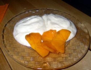 Tonkabohnen-Quark-Mousse mit marinierten Sharon-Früchten - Rezept