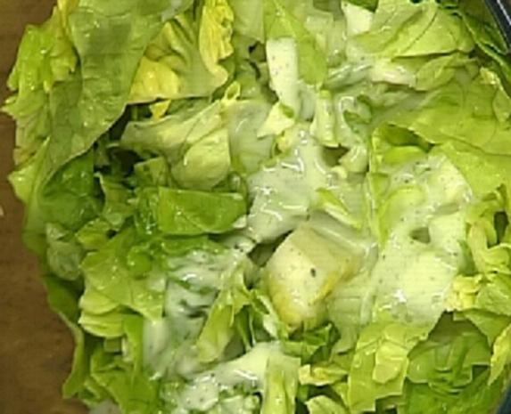Kopfsalat mit Joghurtdressing und frittierter Petersilie - Rezept