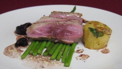 Entenbrust mit Fondant-Kartoffeln, Sauce Bordelaise und frischen Morcheln - Rezept