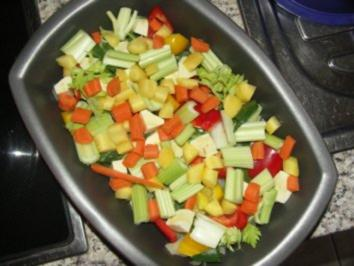 Hähnchenkeulen auf Gemüsebett - Rezept