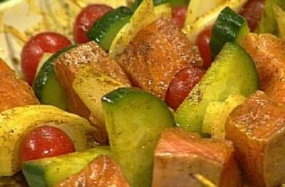 Lachs-Schaschlik mit Zitronenbutter - Rezept