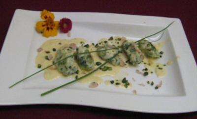 Basilikum-Pistazien-Gnocchi mit Trüffelrahmsoße - Rezept