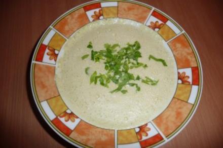 Süppchen: Sellerie-Käse-Suppe - Rezept