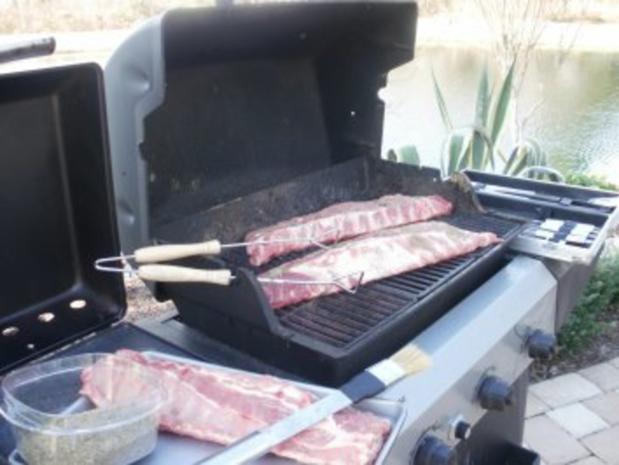 Schweine Rippen- Farmers Rippen grillen oder backen -  im Ofen, meine mache ich immer im Freien, aber das ist mehr Arbeit - Rezept - Bild Nr. 3