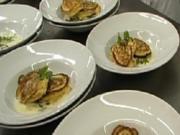 Lachs in Kartoffelblinis auf Kokos-Koriander-Butter - Rezept