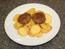 Gebratene Weinkartoffeln mit Fleischküchle - Rezept