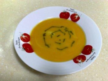 Rezept: Kürbiskremesuppe mit Basilikumpesto