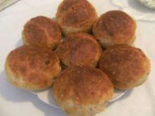 KLEINGEBÄCK - Nußbrötchen mit Hüttenkäse - Rezept