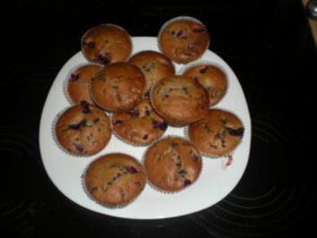 Valentinstags- Muffins ( Stracciatella- Beeren- Muffin) - Rezept