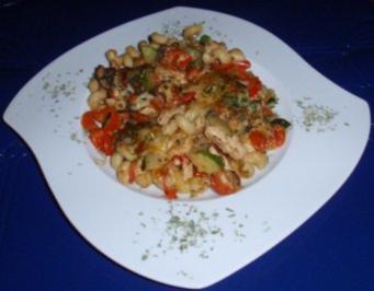 Gemüse-Hähnchen-Nudel-Auflauf - Rezept